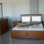 Κρεβατοκάμαρα από ξύλο ανιγκρέ με δερματίνη στο κεφαλάρι (κωδ. κ.105)
